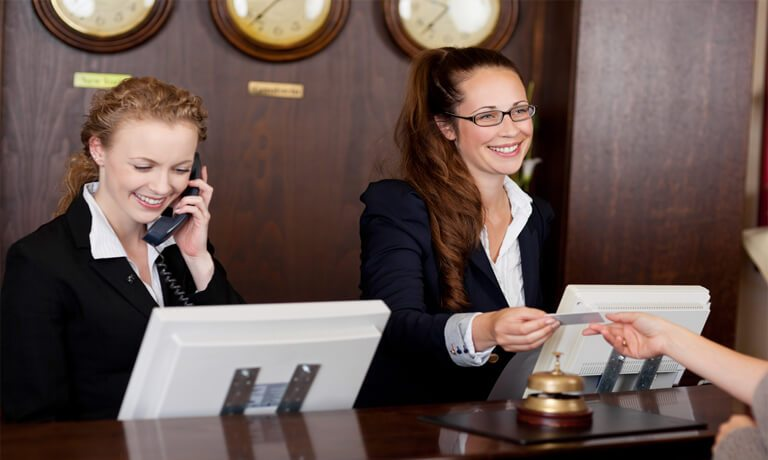 who is a receptionist in a hotel