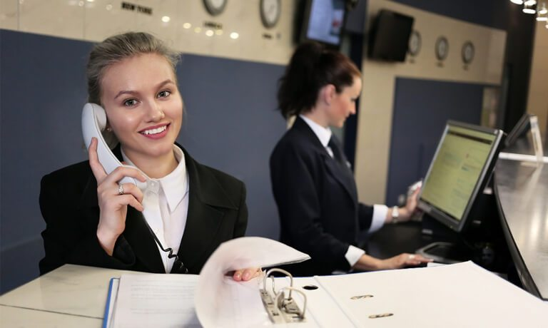 Hotel Receptionist And Opera Pms Hotel Booking Software